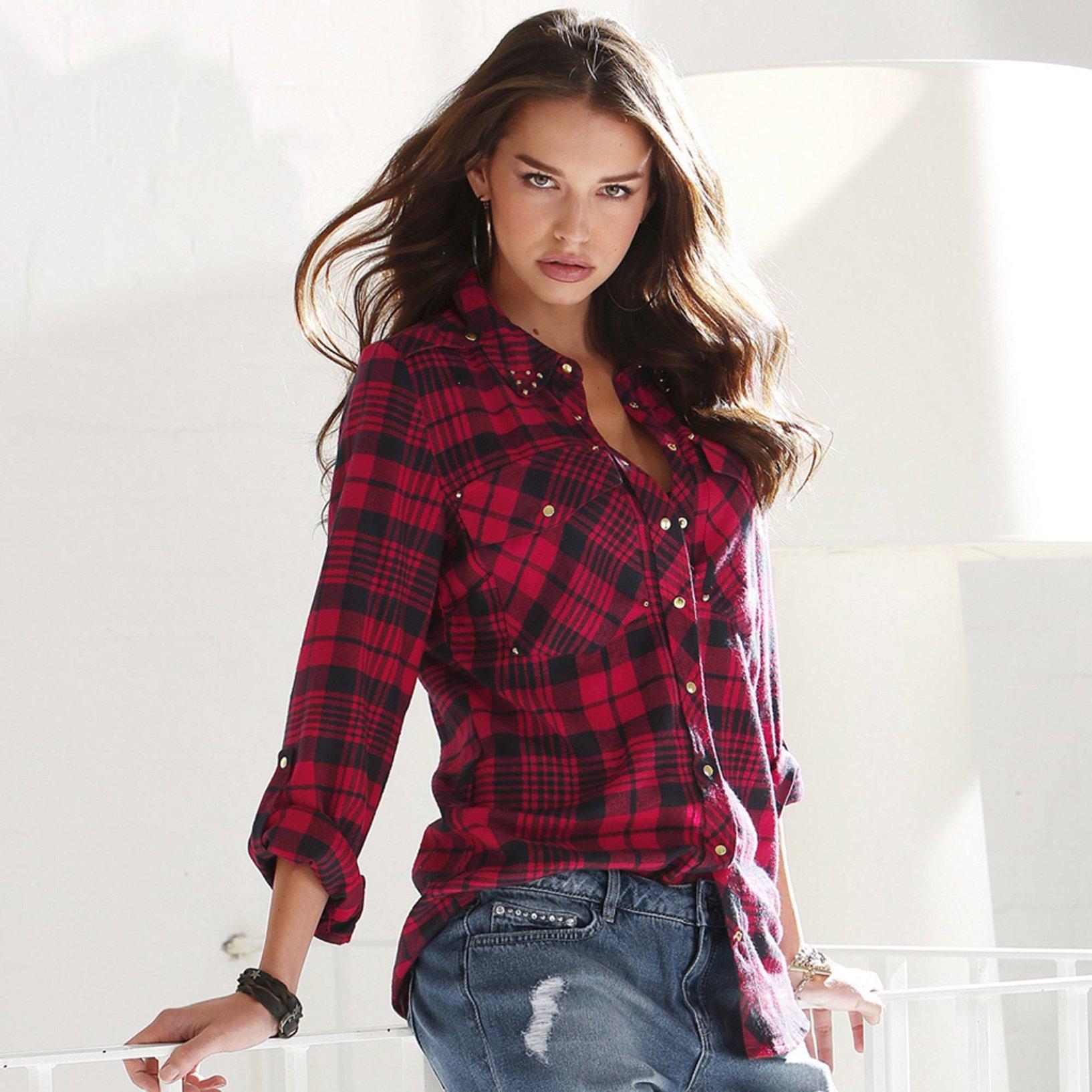 chemise a carreaux femme c 39 est top tendance. Black Bedroom Furniture Sets. Home Design Ideas