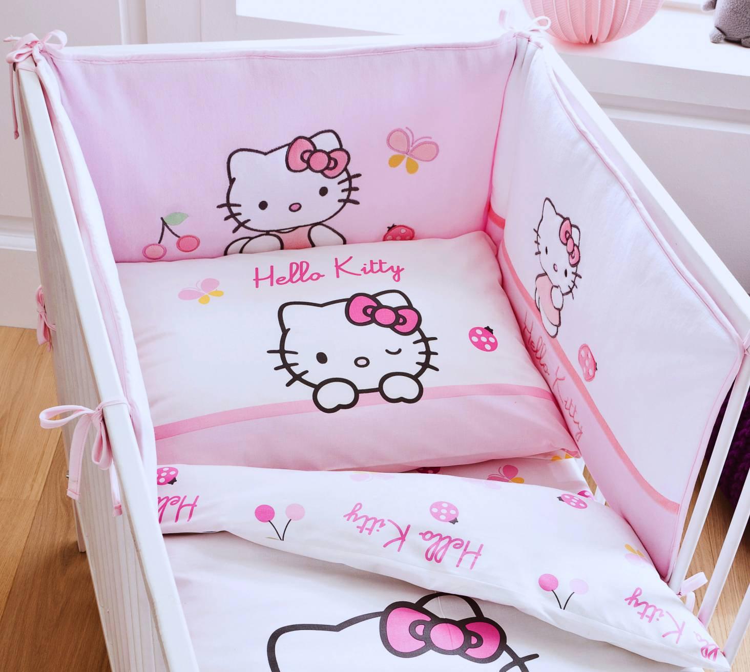 tour de lit b b c 39 est un accessoire indispensable pour la chambre de mon tout petit. Black Bedroom Furniture Sets. Home Design Ideas
