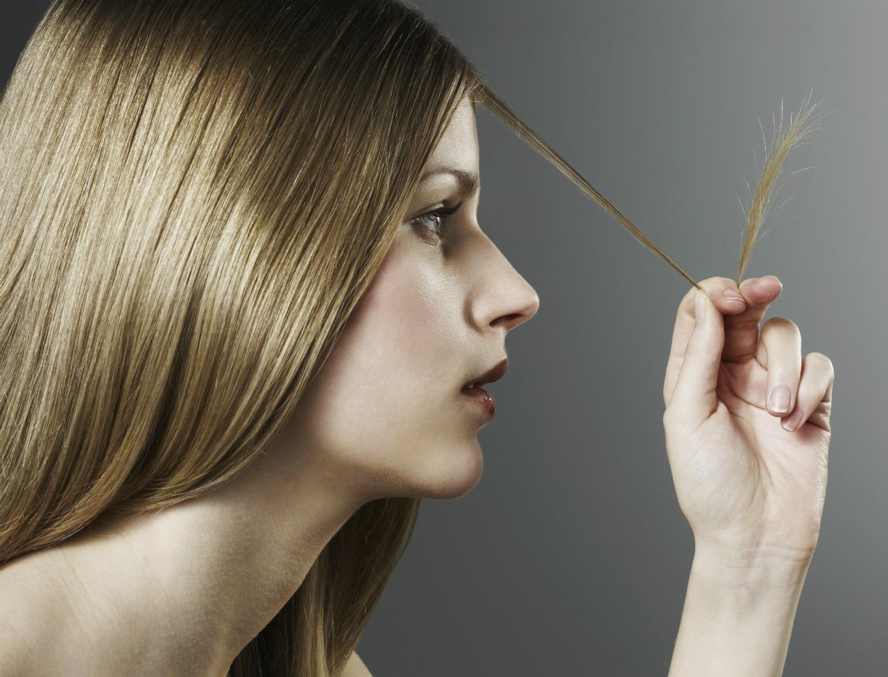 Cheveux très abimés : faut-il forcément les couper ?